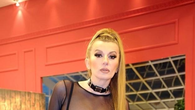 """Водителка на """"Пинк"""" која jавно призна дека би и удрила шлаканица на Вики Миљковиќ, сега се огласи и откри каков е нејзинот однос со пејачката"""