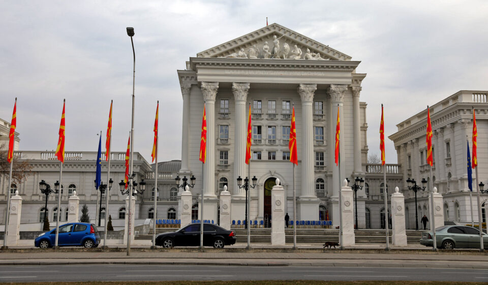 """""""Граѓаните меѓу тајните владини хонорарци го плаќаат синот на Самка, сестра на пратеничка од СДСМ, претседателот на СДММ"""""""