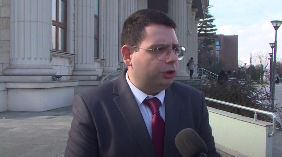 Новинарот Златев: Полицаец ми впери автомат во лице нарекувајќи ме мајмун