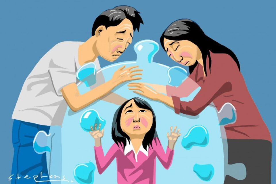 Ги врзуваат децата за кревет, бебињата ги одделуваат од мајките – вака во Хонг Конг се оди во карантин