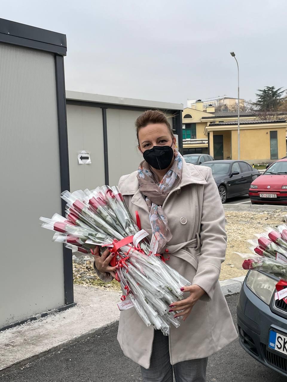 Пешевска: Унијата на жени на ВМРО-ДПМНЕ 8-ми март го посветува на вработените на Инфективната клиника во Скопје (ФОТО)