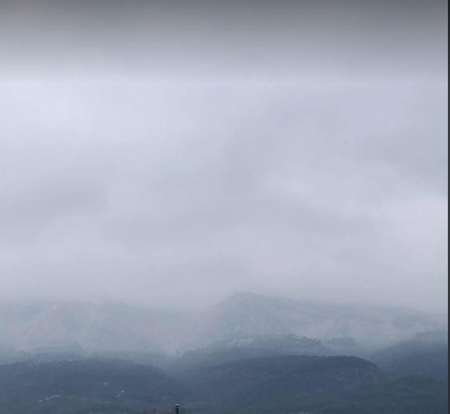 ЛУДА МАРТА ГО ДОНЕСЕ СНЕГОТ: Во моментов врне снег на Водно, а до крајот на денот УХМР со предупредување за нови врнежи! (ФОТО)