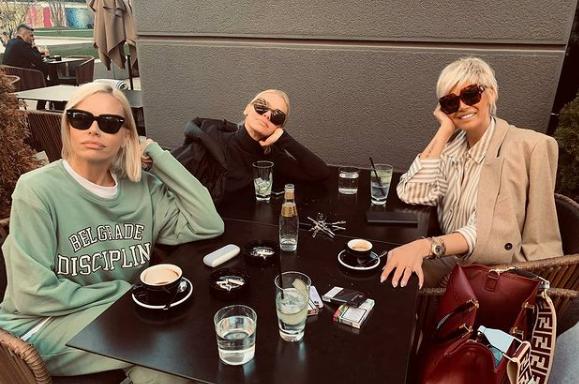 КРВТА НЕ Е ВОДА: Малкумина кој знаат дека Наташа Беквалац има две сестри- едната во минатото беше пејачка, но се занимава со приватен бизнис