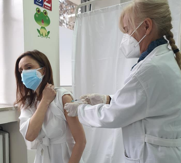 Првата дама на Македонија се вакцинираше против коронавирусот