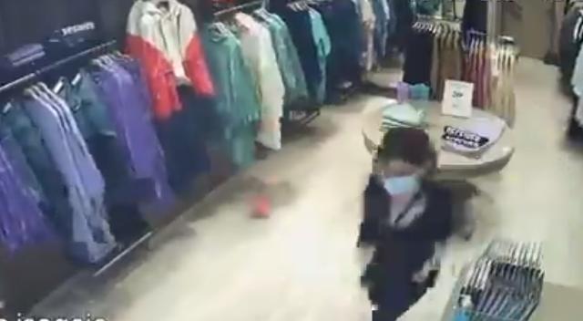 МОРНИЧАВА ГЛЕТКА: Земјотресот во Грција снимен на камера во бутик за облека, вработената панично бега додека сè се тресе (ВИДЕО)