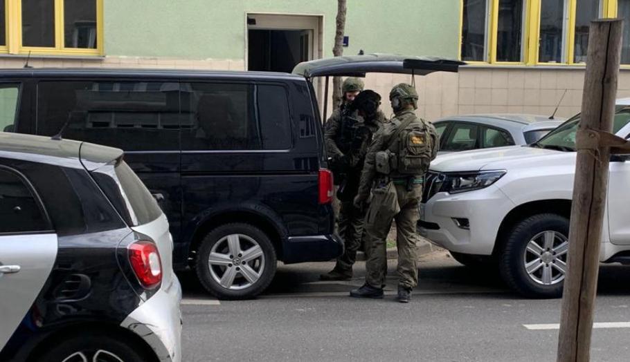 Жена во Хрватска забарикадирана во стан со бомби, полицијата интервенираше