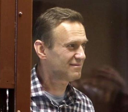 Навални штрајкува со глад, управата на затворот тврди: Тој ја добива потребната медицинска нега