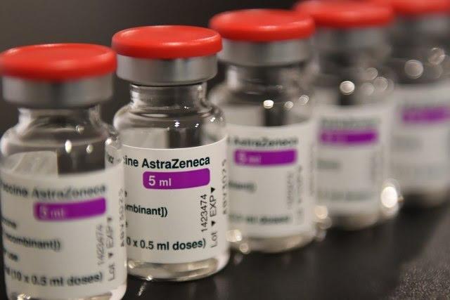 """Албанија доби 100.000 дози вакцина """"АстраЗенека"""" донација од Грција"""