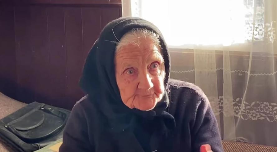 """ВИДЕО: Баба се загледала во млад волонтер: """"Ме праша дали сакам пилешко, му реков – баба сака сè"""""""