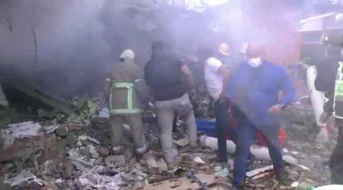 ФОТО+ВИДЕО: Страшна несреќа во Боливија, авион се урна врз семејна куќа