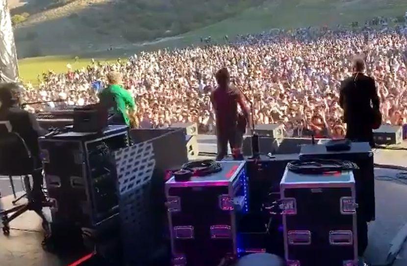 Нереални сцени од Нов Зеланд: Публика без маски на концерт на познат бенд