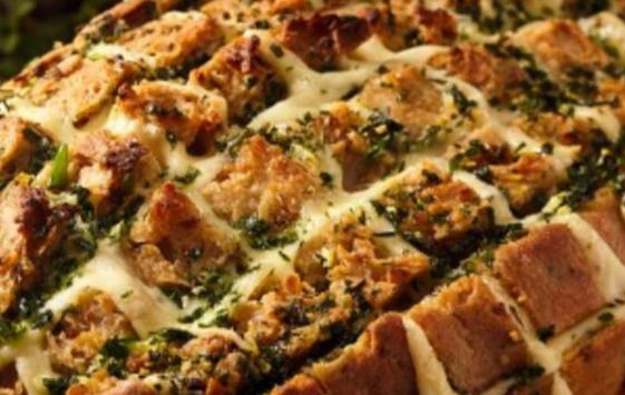 Одлична идеја: Крцкав леб полнет со кашкавал и лук