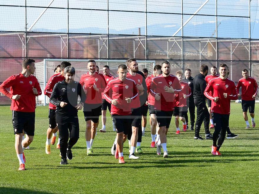 Фудбалерите на националниот тим го одработија последниот тренинг пред патувањето за Германија