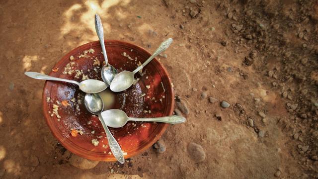 ОН со итен апел за помош: Некои мајки со кал ги ранат децата, 34 милиони се пред масовна глад
