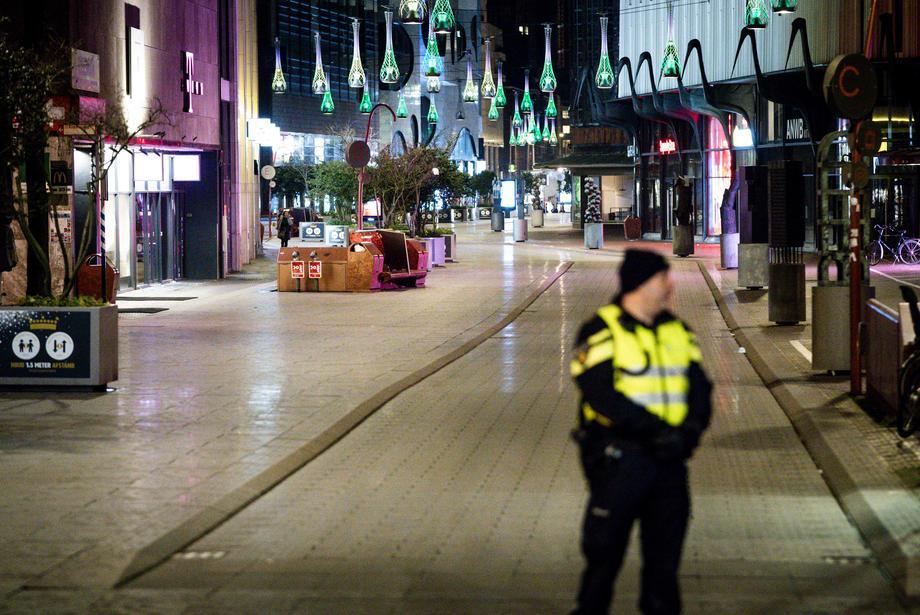 Полициски час во Холандија до крај на месецот