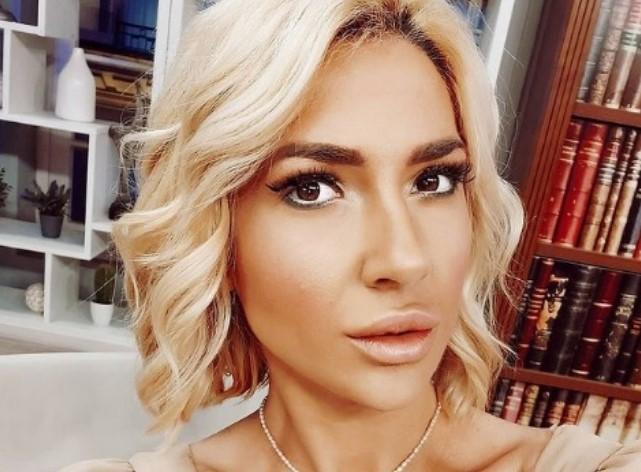 """Жешка и неодолива: Српската водителка со својот бомбастичен изглед предизвика вистинска """"бура"""" на реакции на социјалните мрежи (ФОТО)"""