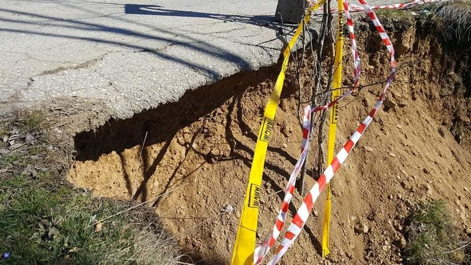 Се распаѓа мостот на патниот правец кој ги поврзува селата Умлена и Чифлик во Пехчево