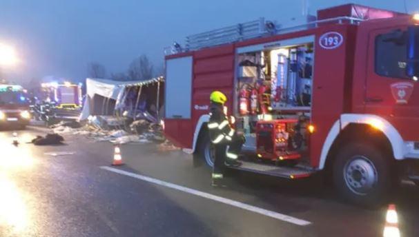 ФОТО: Камион се преврте во Хрватска – Четворица загинати, неколку повредени лица