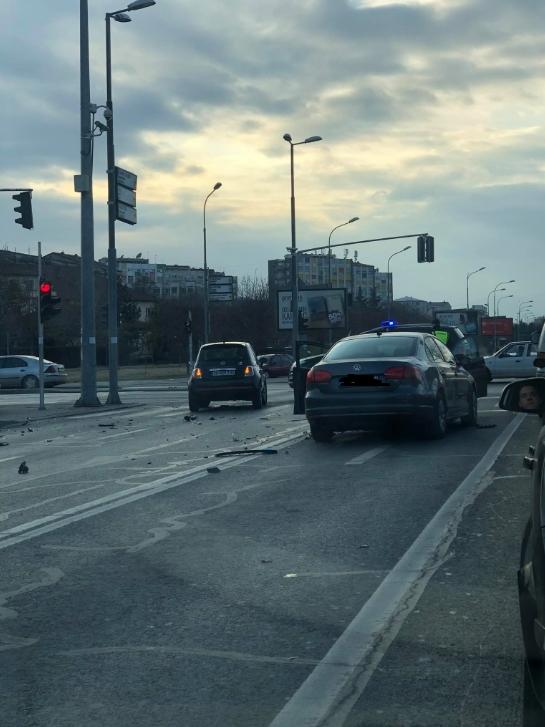 ФОТО: Тешка сообраќајна несреќа на Бул. Теодосиј Гологанов во Скопје