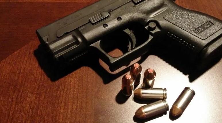 Скопјанец возел автомобил полн со оружје и куршуми