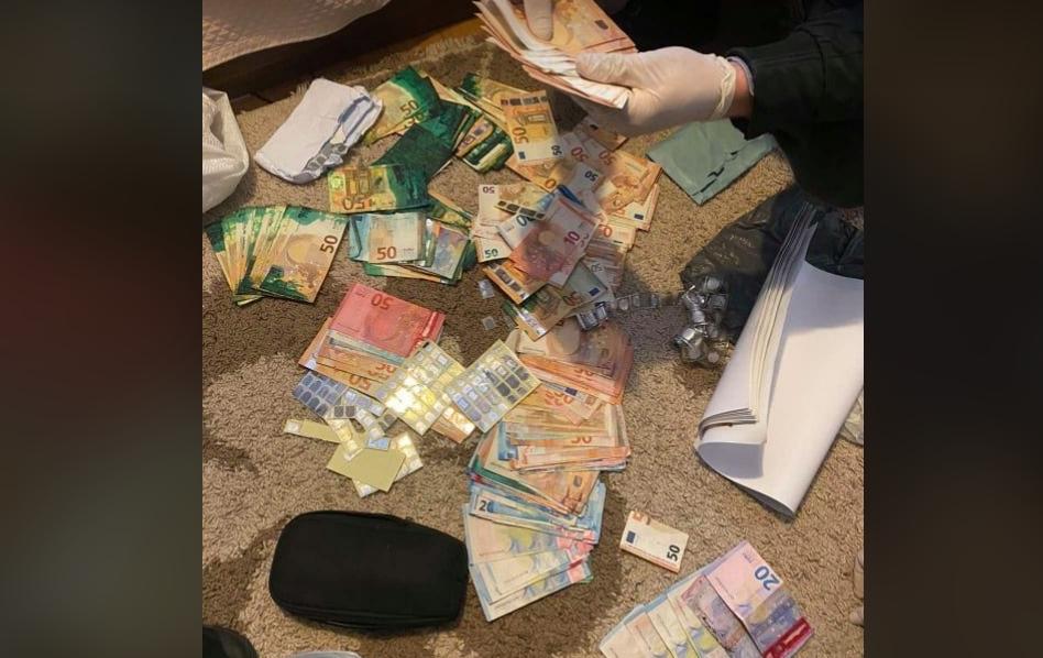 Маж кој фалсификувал пари пренесен во скопскиот затвор