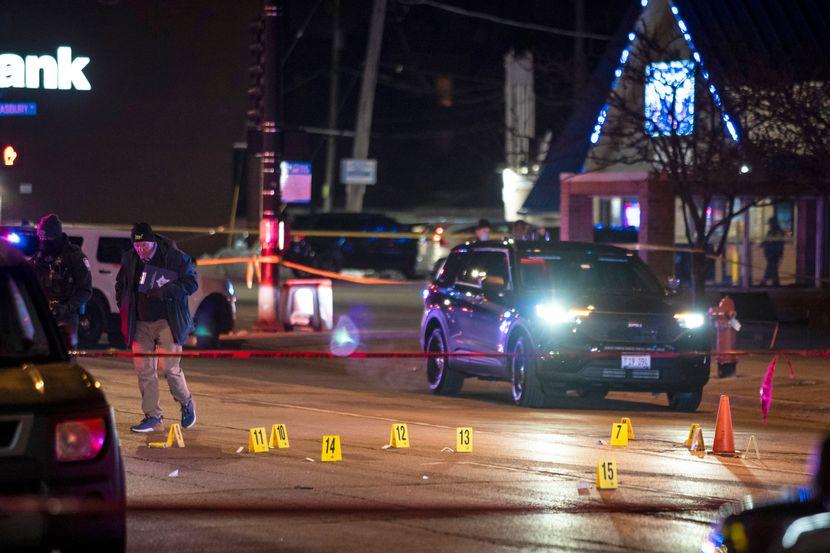 Пукање во Колорадо: Полицијата ја опколи продавницата во која е и напаѓачот, пристигнаа два хеликоптери брза помош (ВИДЕО)