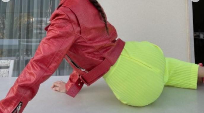 Задникот во преден план: Згодната Милица изненади во провокативна поза (ФОТО)