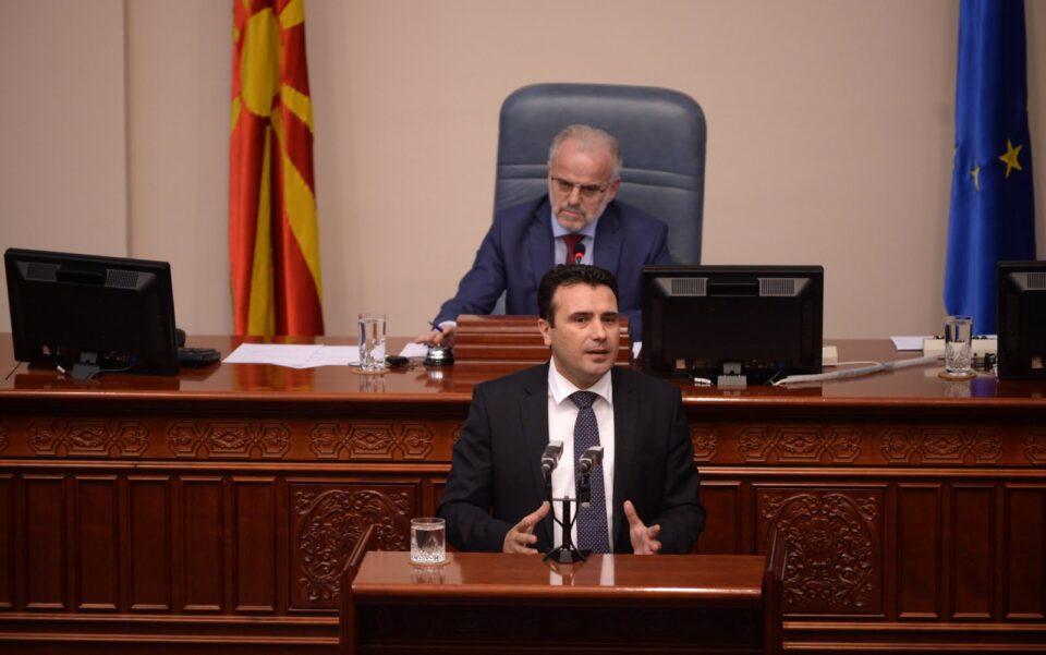 Заев се прекомбинира: Се распаѓа неговата коалиција, рејтингот во негатива