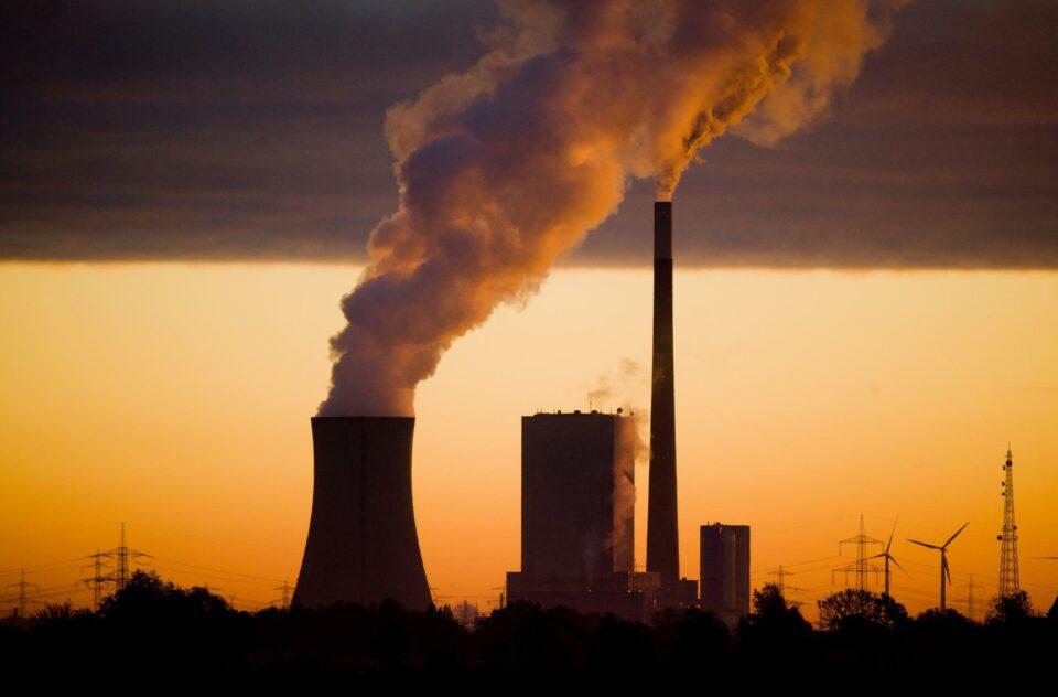 Емисиите на штетни гасови во светот во декември се зголемиле за два проценти