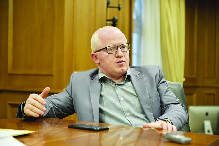Судот одлучи: Рашковски од куќен притвор оди во Шутка