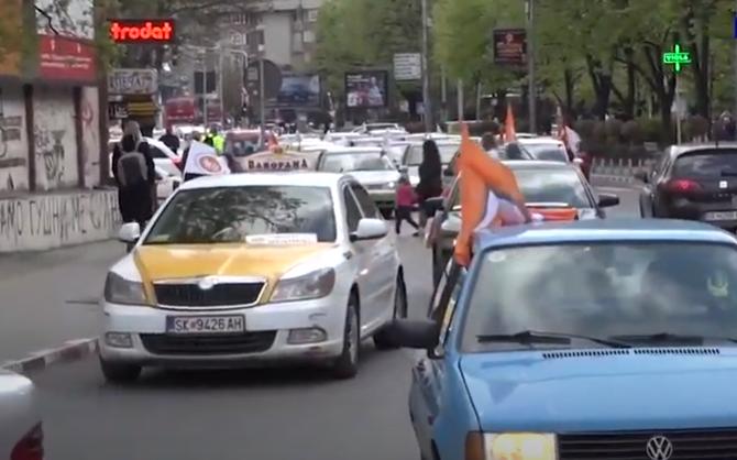 Загрозување на безбедноста на учесниците на протестот на КСС од страна на МВР: Полицијата намерно пропушташе возила (ВИДЕО)