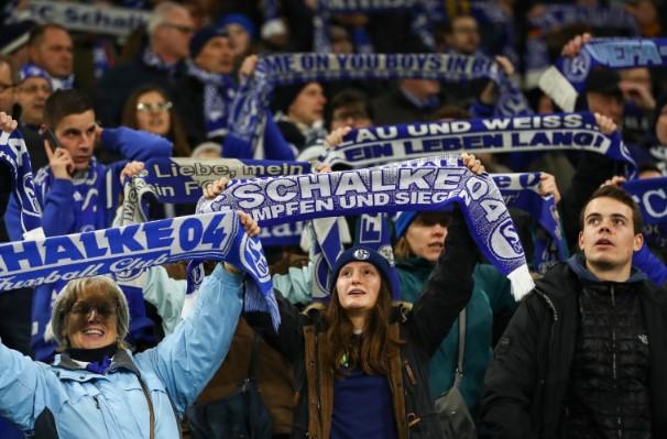 Шалке ги осуди навивачките инциденти по испаѓањето од Бундеслигата