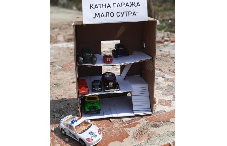Младите во Гази Баба со пародија го одбележаа 1 април: ,,Свечено отворена ветената катна гаража во Маџари'' (ФОТО)