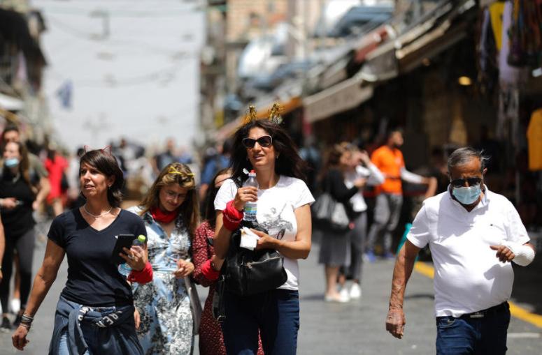 По интензивната масовна вакцинација, во Израел укината обврската за носење маска на отворено