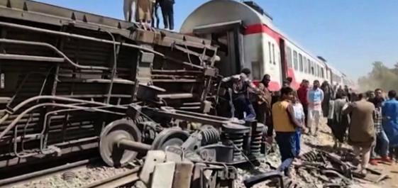 Голема железничка несреќа во Египет, повредени најмалку 97 лица
