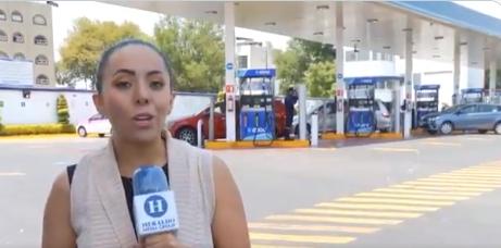 """Додека известуваше за новата цена на горивата, на гледачите нешто """"сочно"""" им прелета во кадар – згодна девојка во танга (ВИДЕО)"""