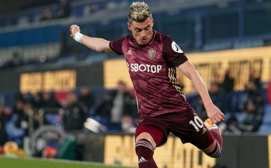 Асистенцијата на македонскиот репрезентативец Алиоски донесе победнички гол на Лидс против Манчестер Сити