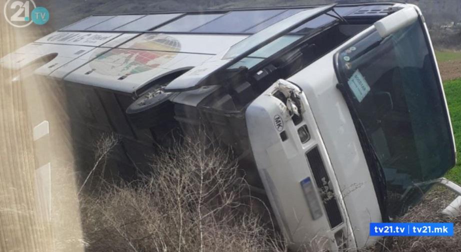 Најмалку 17 загинати и 70 повредени во судир на два автобуса во Авганистан