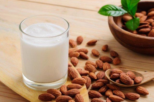 Бадемовото млеко можеби и не е толку здраво колку што многумина сметаат