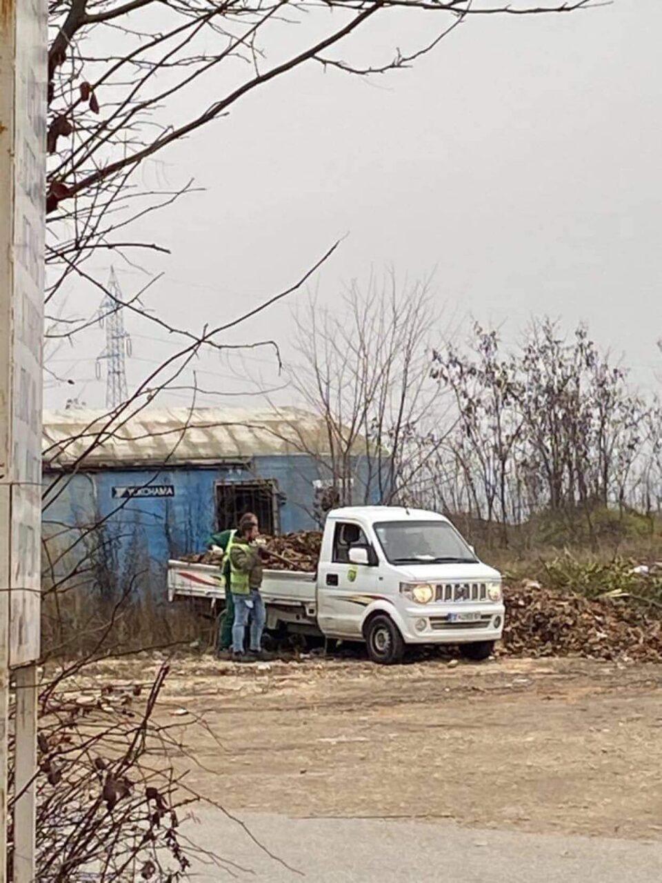 Фатени на дело: Вработени во општина Бутел фрлаат ѓубре и прават огромни депонии (ФОТО)