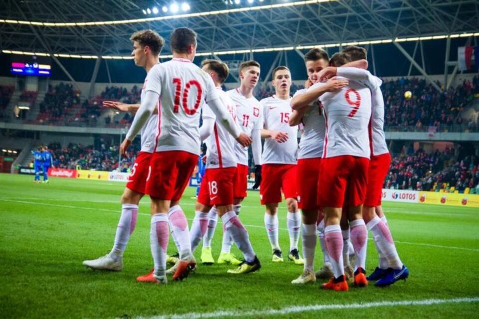 Полска ќе ги вакцинира своите олимпијци и фудбалската репрезентација