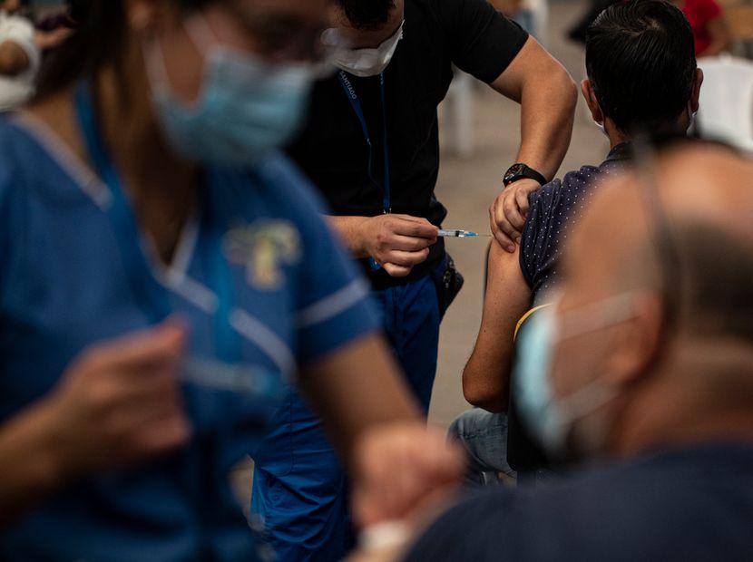 Меѓу првите во светот по вакцинација, а рушат рекорди по број на заболени: Што се случува во Чили?