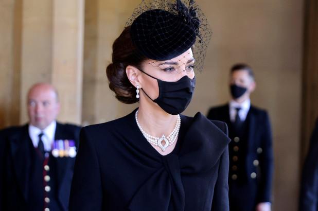 Овој детаљ носи тајна порака – еве што му порача на светот Кејт Мидлтон на погребот на принцот Филип (ФОТО)