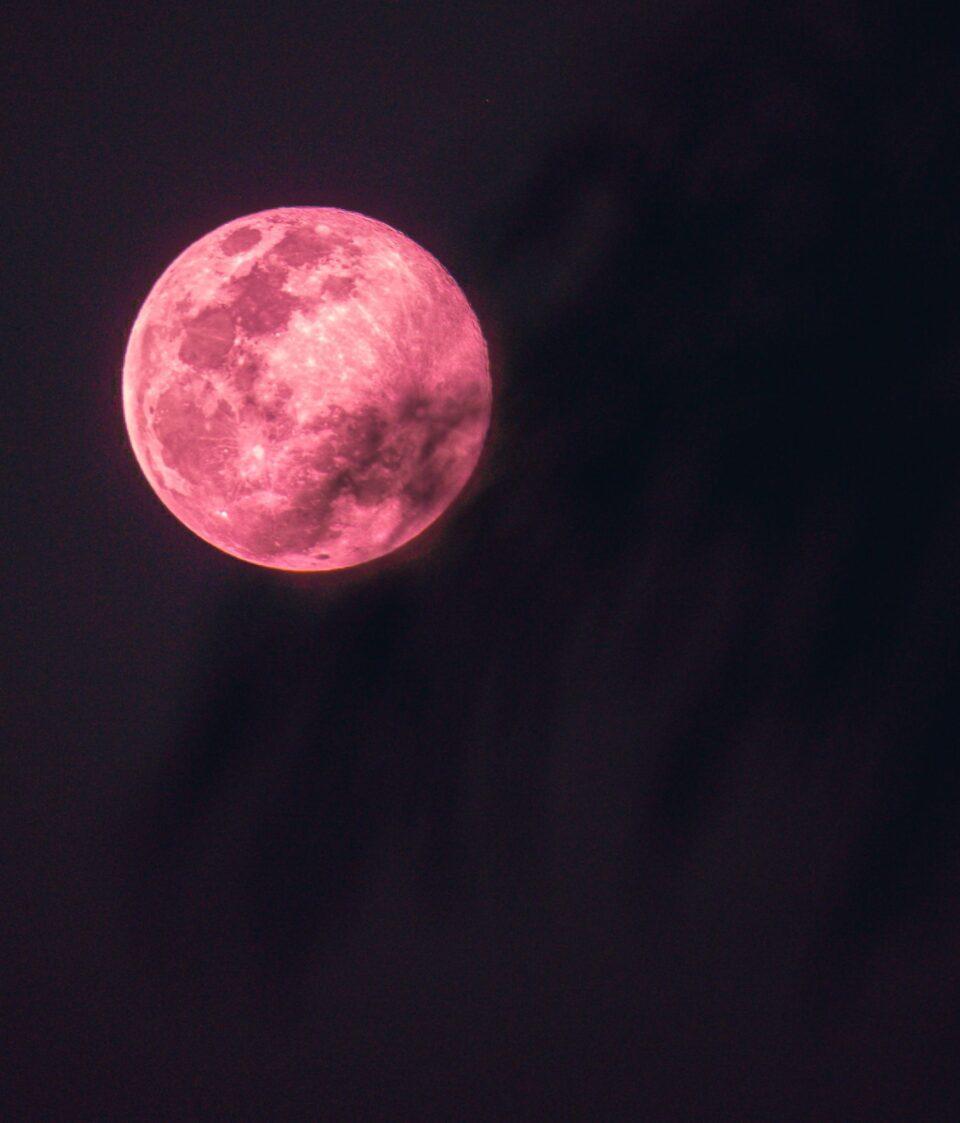 Во април небото ќе го осветли розова супермесечина