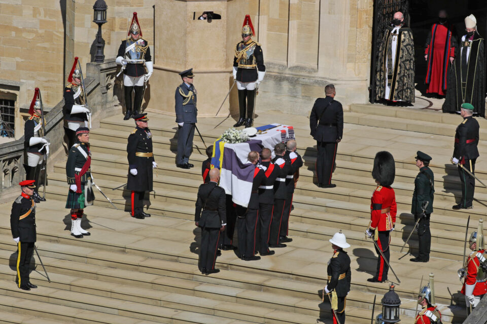 ФОТО: Погребна церемонија на принцот Филип, едноминутно национално молчење