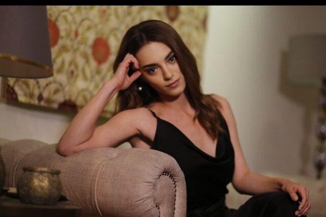 """Во серијата """"Суровиот град"""" Џемре е скромна девојка, а погледнете ги приватните разголени фотографии на актерката (фото)"""