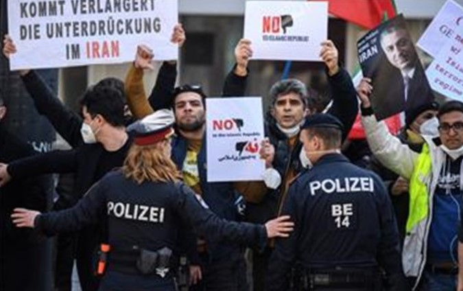 Франција, Британија и Германија го предупредија Иран дека со збогатувањето ураниум ги поткопува преговорите