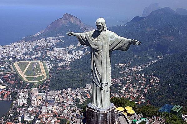 Гигантска статуа на Исус Христос, поголема од таа во Рио де Женеиро