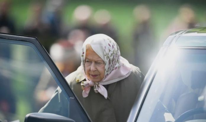 """Кралицата Елизабета за прв пат снимена откако се """"скрши"""" на погребот на принцот Филип – отиде да жали на ова посебно место"""