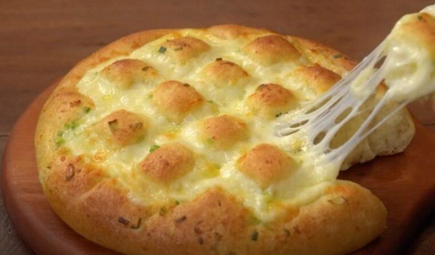 3 милиони прегледи: Рецепт за домашен леб со кашкавал кој го освои интернетот